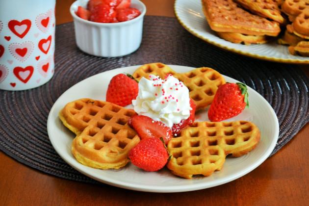strawberry-waffles-photo